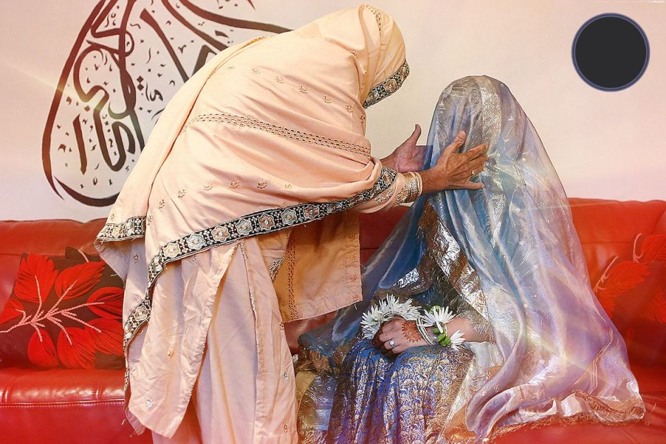source of image: http://www.letuspublish.com/wp-content/uploads/2014/09/Muslim-wedding-blessings.jpg